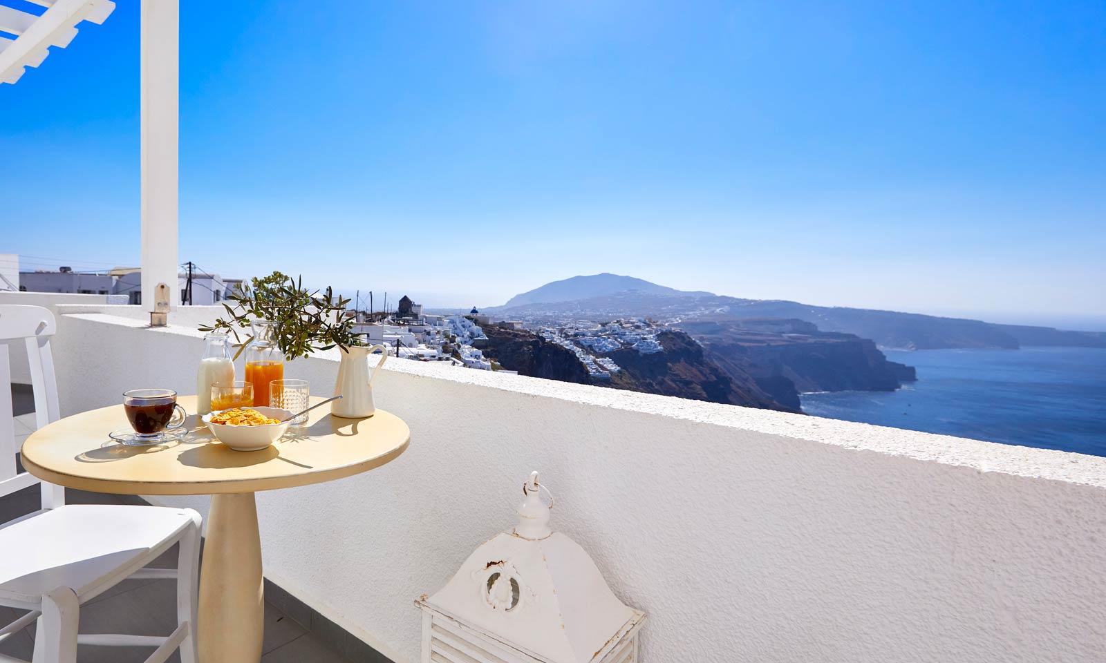 Elegant Balcony        With Cadera View
